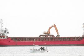 Retenido un carguero chipriota por fondear ilegalmente en ses Salines