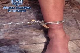 Detenidas tres personas en Madrid por encadenar a un familiar a la pared durante ocho días
