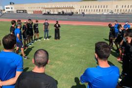 Finalizan las obras de instalación del césped natural en la pista de atletismo