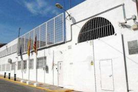 Investigan el lanzamiento de pelotas de tenis con droga en la cárcel de Ibiza