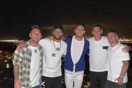 Los futbolistas fieles a Ibiza continúan de vacaciones en la isla