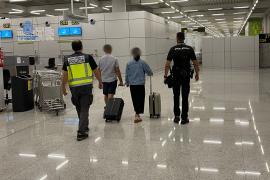 La policía 'caza' a un pasajero en Son Sant Joan con 50 bolas de cocaína en su interior