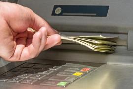El Banco de España constata que hay 1,3 millones de personas vulnerables en términos de acceso a efectivo tras los cierres de sucursales
