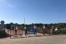 «Exitoso» cierre del acceso a Illetes a partir de las 18 horas para evitar las fiestas en las playas y proteger el Parque Natural