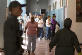 Venezuela vota con normalidad y sin prisas para elegir al sucesor de Chávez