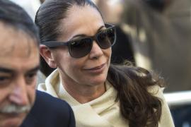 Isabel Pantoja, zarandeada e insultada tras conocer su pena de dos años de cárcel
