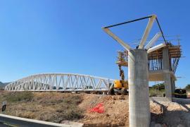 Cortes en la E-20 para la instalación de la pasarela que unirá Ibiza con Puig d'en Valls