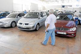 Las matriculaciones de vehículos  caen hasta abril más de un 40% en las Pitiüses
