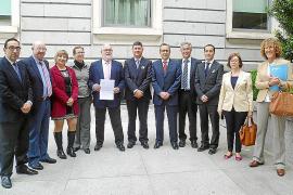 Día histórico para el PP y de sombras para el PSOE