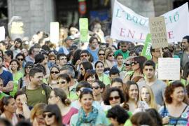 Un millar de personas dicen no a la «escuela del franquismo»