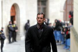 El abogado de Urdangarin dice que el duque busca trabajo «donde fuere»