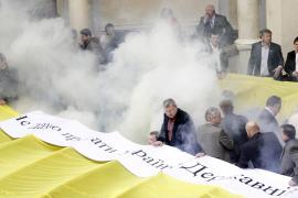 Batalla campal en el Parlamento ucraniano