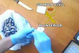La Guardia Civil desarticula un punto de venta de hachís con dos detenciones en Vila