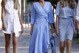 La reina Letizia luce 'espardenyes' Torres