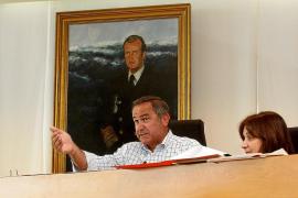 PSOE-Pacte pide que el Consell no dé «un cheque en blanco» a Matutes y el PP defiende que es legal