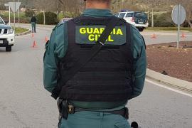 La Guardia Civil caza en Ibiza a dos jóvenes, un colombiano y un español, con una sobresaliente partida de cocaína rosa