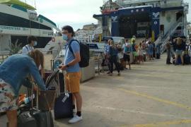 El tráfico de pasajeros de la Savina aumenta un 109 % en el primer semestre de 2021