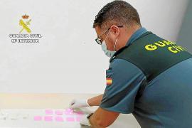 Los dos jóvenes detenidos con 103 gramos de cocaína rosa en Platja d'en Bossa, en libertad