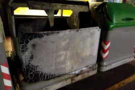 Sobresalto en Santa Eulària por el incendio de dos contenedores