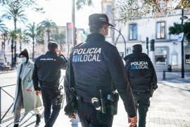 La Policía Local de Ibiza desaloja a 192 personas de un local que incumplía la normativa Covid