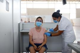 Salud inicia la reducción de personal de los centros de vacunación masiva