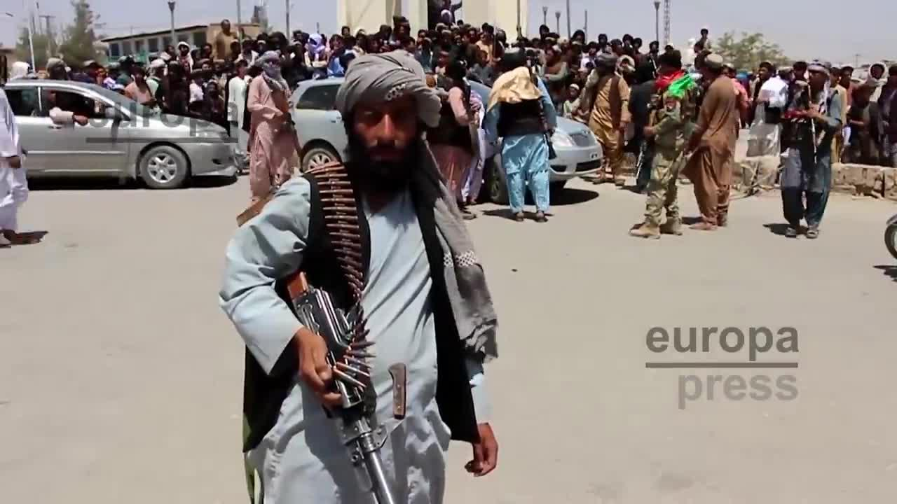 El aeropuerto de Kabul suspende los vuelos comerciales en medio del caos
