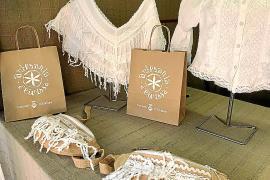 El mercado 'Viu l'artesania' del Puerto de Ibiza aumenta sus artesanos