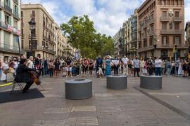 Barcelona guarda un minuto de silencio por el 17A