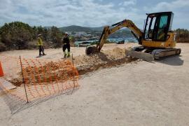 Sant Josep inicia los trabajos para instalar las bombas de recirculación de agua marina en Cala Tarida