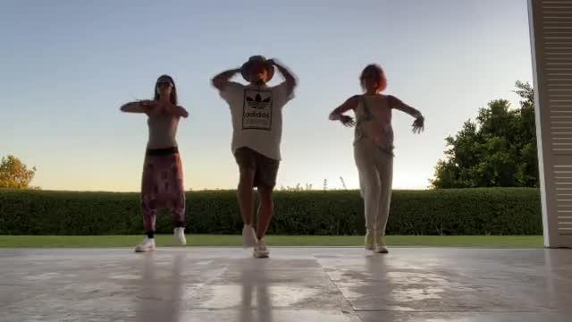 Sara Carbonero y Raquel Perera conquistan las redes con un baile viral