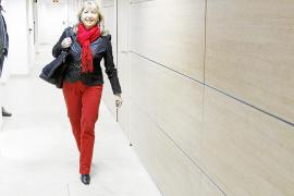 Jáuregui dimite como alcaldesa pero retiene su acta de concejala ante un PP dividido