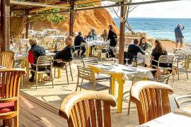 Sa Caleta Restaurant te espera para compartir el sol, la luna y la mejor gastronomía ibicenca
