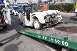 Herida la conductora de un Mehari tras chocar en la carretera al aeropuerto de Ibiza