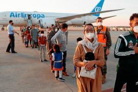 Evacuees from Afghanistan arrive in Spain