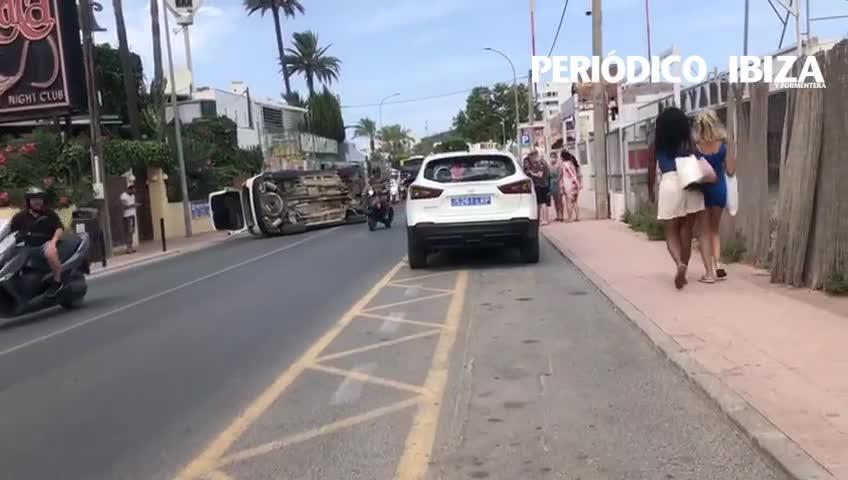 Detenido un británico bebido que volcó tras chocar contra un coche y herir a dos ocupantes