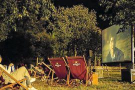 Cine al aire libre por una buena causa