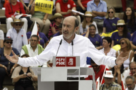 Rubalcaba avisa de que no pactará una reforma de las pensiones sin los sindicatos