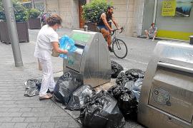 Emaya mejorará la limpieza de la plaza de España y acusa a locales y clientes