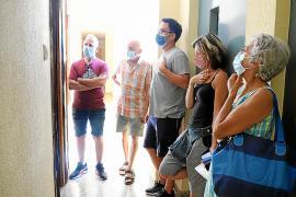 Vecinos de la calle Arxiduc de Palma denuncian un piso de un fondo por suciedad y plagas