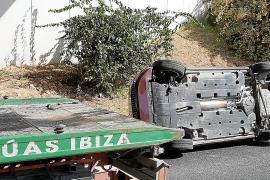 Un herido grave y dos leves tras volcar cuando se dirigían al aeropuerto de Ibiza