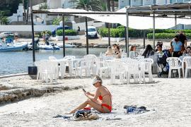 La hostelería y el comercio tiran de la economía de las Pitiusas en agosto