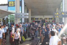 Denuncian el «colapso» del aeropuerto de Palma