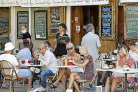 La restauración de Ibiza gana una hora más, pero siguen prohibidas las reuniones sociales entre las 02.00 horas y las 06.00 horas