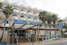 En estado grave un turista drogado que se precipitó de un segundo piso