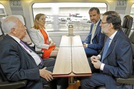 El Príncipe y Rajoy presentan el AVE como signo de optimismo en el futuro de España