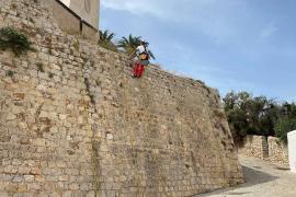 Vila comienza los trabajos de limpieza de las murallas
