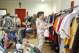 Cáritas inaugura una nueva tienda en Vila de ropa de segunda mano