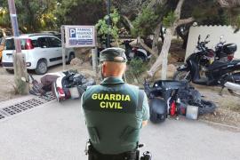 Detenido un italiano en Formentera por dañar unos 50 vehículos en Es Pujols