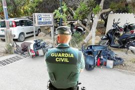 Detenido un joven italiano en Formentera por dañar medio centenar de vehículos en Es Pujols