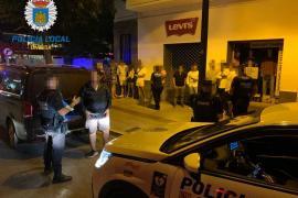 La Policía Local de Vila sanciona a un taxi ilegal con 10 personas dentro